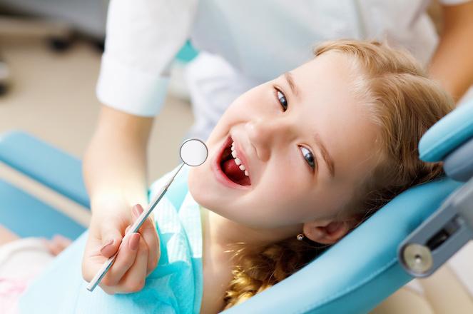 Kinder beim Zahnarzt